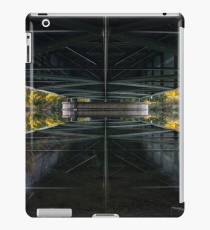 ipad bridge mirror iPad Case/Skin