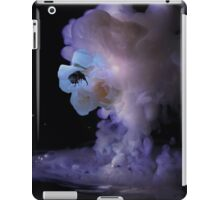 Milky romantic bumblebee rose iPad Case/Skin