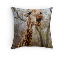 HOW MUCH LONGER MUST I HOLD MY  TUNG !!! -GIRAFFE – Giraffa Camelopardalis (KAMEELPERD) Throw Pillow