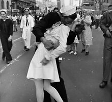 The kiss of sailor, Alfred Eisenstaedt, 1945, by opio9