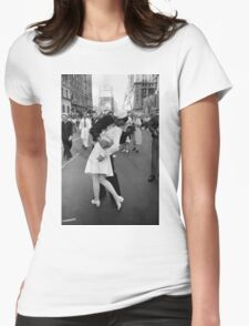 The kiss of sailor, Alfred Eisenstaedt, 1945, Womens Fitted T-Shirt
