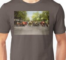 Car - Race - Hold on to your hats 1915 Unisex T-Shirt