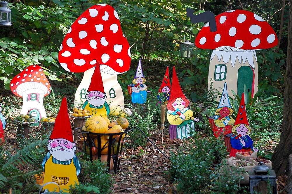 Gnome family by Arie Koene