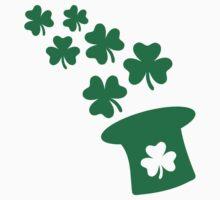 Irish top hat shamrocks Kids Tee