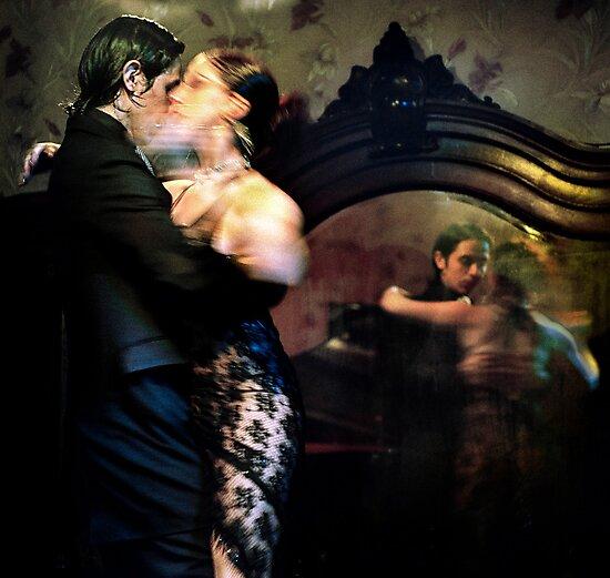 Tango - mirrored by Farfarm