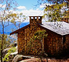 Emergency Hut Mt Buffalo by D-GaP