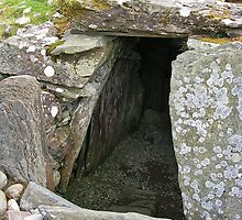 Cairn Entrance at Kilmartin by lezvee