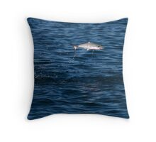 fish feeding frenzy Throw Pillow