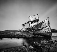 Shipwreck in Point reyes by Jerome Obille