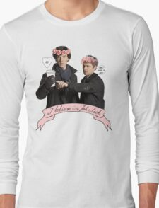 I believe in Johnlock Long Sleeve T-Shirt