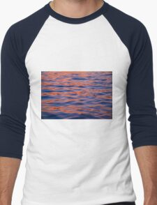 Water Ripples in Red and Blue. Men's Baseball ¾ T-Shirt