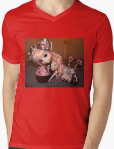Greedy doll Mens V-Neck T-Shirt