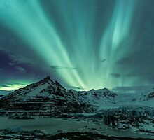 Aurora Borealis over glacier by ArnarBergur