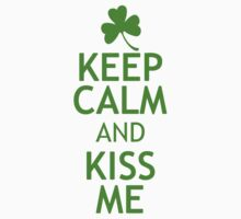 KEEP CALM AND KISS ME in green Kids Tee