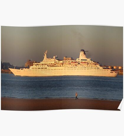 DISCOVERY CRUISE LINER Poster