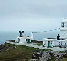 Pendeen Lighthouse, Cornwall by photoeverywhere