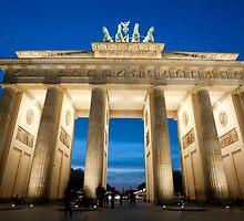The Brandenburg Gate at night by photoeverywhere
