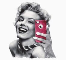 Selfie Marilyn by Olipop
