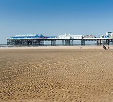 Blackpool Centre Pier by photoeverywhere