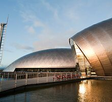 Exterior of the Glasgow Science Centre by photoeverywhere