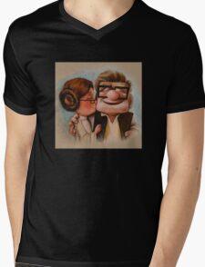 Carl and ellie up kiss  Mens V-Neck T-Shirt