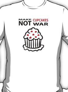 Cupcakes not war T-Shirt