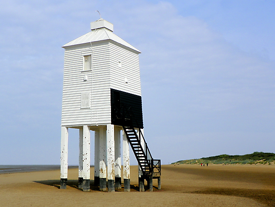 Lighthouse at Burnham-on-Sea by hootonles