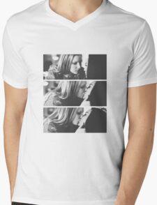 Brittana kiss Mens V-Neck T-Shirt
