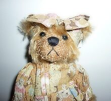 *Cleo a beautiful Bear on a stand* by EdsMum