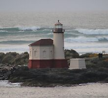 Coquille River Lighthouse by Mike Edmondson
