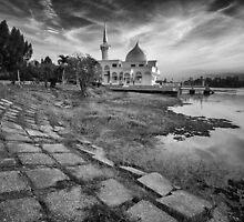 Sultan Brunei Mosque by Rizal Zawawi
