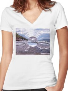 Lake Superior Island Waves Women's Fitted V-Neck T-Shirt