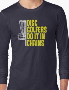Disc Golfers Do It In Chains (Dark Shirts) T-Shirt