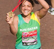 Miquita Billie Alexa Oliver with her London Marathon medal by Keith Larby