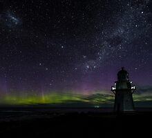 Aurora Australis - Waipapa Point Lighthouse by Kimball Chen