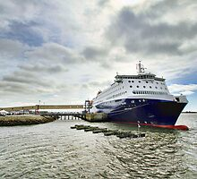 Nova Star Ferry at the Lobster Rock Wharf by Debbie  Roberts