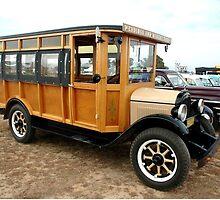 Vintage Ford Bus @ Wings & Wheels 2007 by muz2142