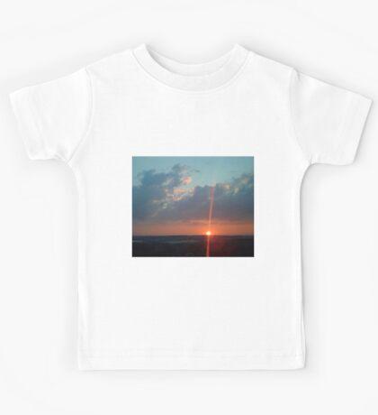 Larravide Sunset 3 Kids Tee