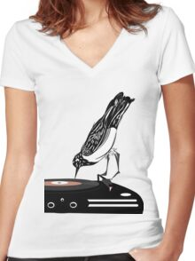 DJ magpie Women's Fitted V-Neck T-Shirt