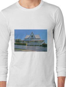 Old Queenslander, Sandgate, Queensland, Australia Long Sleeve T-Shirt