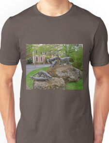 Thylacine statues, Launceston, Tasmania, Australia Unisex T-Shirt