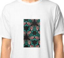 Christmas Robins and Berries Pattern Classic T-Shirt