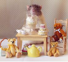 Snoozy having a Tea Party by Ellen van Deelen