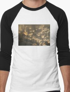 Phenomenal Sky - Incredible Mammatus Clouds At Sunset Men's Baseball ¾ T-Shirt