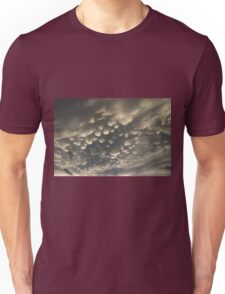 Phenomenal Sky - Fascinating Mammatus Clouds Unisex T-Shirt