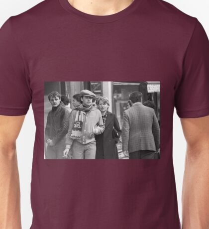 Collector, On the Way to M.Cartier Bresson Paris 1975 10 (n&b)(t) by Olao-Olavia par Okaio Création Unisex T-Shirt