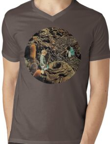 Looking for the lost toys, Vintage Collage Mens V-Neck T-Shirt