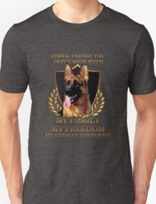 German Shepherd T-shirt - Three things you don't mess with: my family, my freedom, my german shepherd T-Shirt