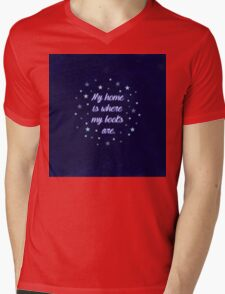 My home is where my books are - quote Mens V-Neck T-Shirt