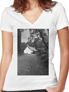 The cottage down the lane Women's Fitted V-Neck T-Shirt